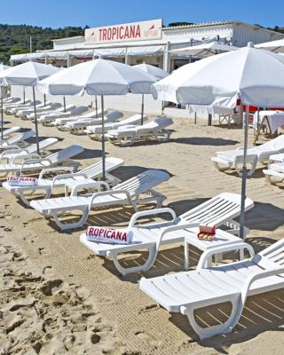 mobilier coulomb vente et location de bain de soleil accessoires pour piscine ou plage priv e. Black Bedroom Furniture Sets. Home Design Ideas